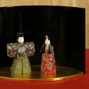 漆器に飾る雛人形