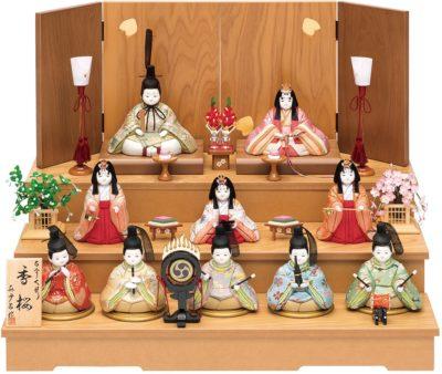 木のあたたかみある飾り台がかわいい♡ナチュラルでインテリアに合う、おすすめ雛人形