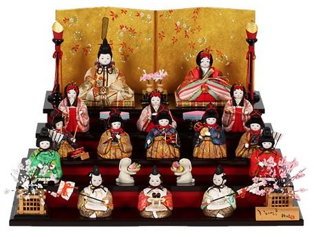 マンションでも飾れる、コンパクトな十五人飾りの雛人形